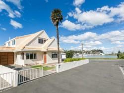 Unit 1, 15 Meeanee Quay, Westshore, Napier, Hawke's Bay
