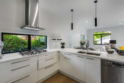 6 Livingston­e St, Milford, North Shore City, Auckland, 0620, New Zealand