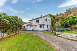 51 Lyndfield Lane, Newlands, Wellington­, 6037, New Zealand