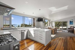 28 Rothesay Bay Rd, Rothesay Bay, North Shore City, Auckland, 0630, New Zealand